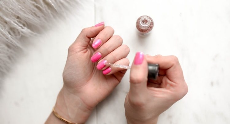 This Is Why Your Nails Are Stronger During Pregnancy, So Go Get A Mani