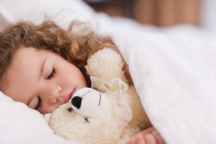 teaching your toddler to sleep alone