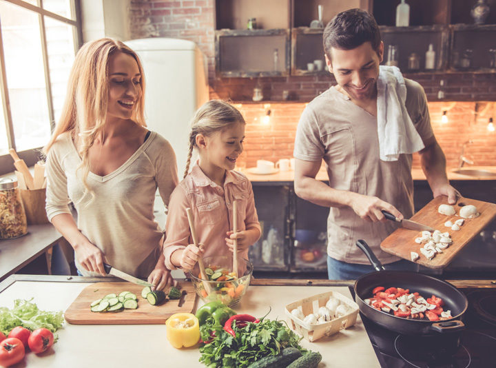 7 New Year's Resolutions The Entire Family Can Make